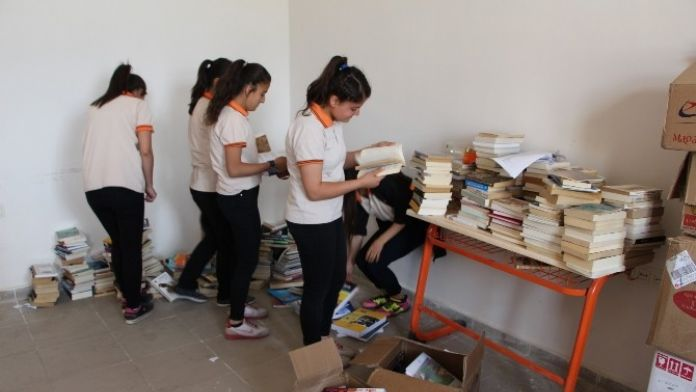 İzmir'den Silopi'ye Kitap Desteği