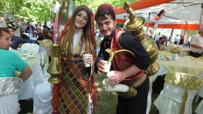 Üniversiteli Gençlerden Osmanlı Şerbeti
