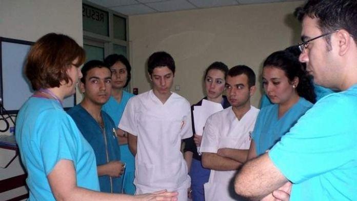 Hemşireler Ve Sağlık Çalışanlarının Fedakarlıkları Karşılıksız Bırakılmamalı