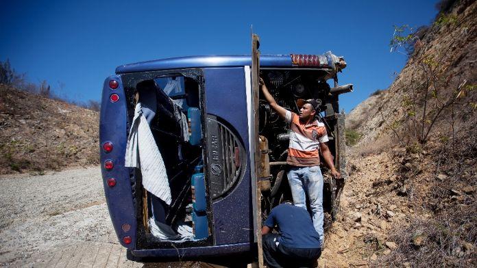 Çanakkale'de feci kaza: 4 ölü, 27 yaralı