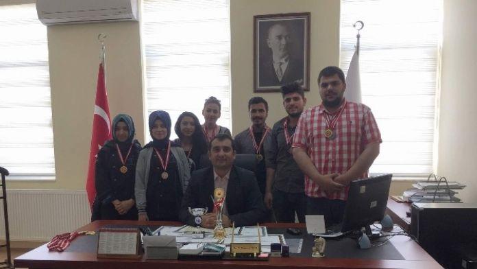 Üset MYO Öğrencileri Başarıya Doymuyor