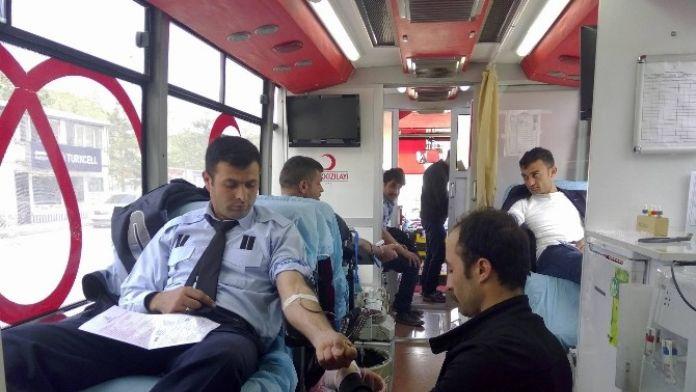 Horasan'da Kan Bağışı Standına Yoğun İlgi