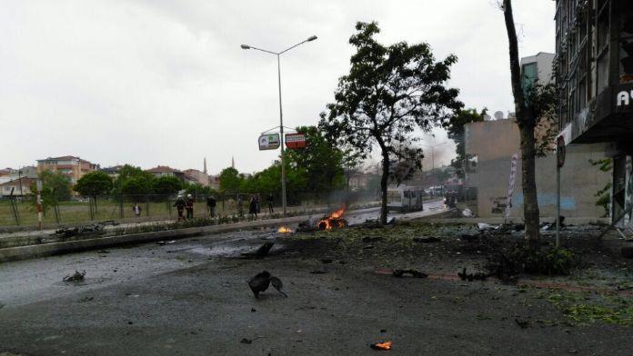İstanbul'da askeri kışlanın karşısında patlama