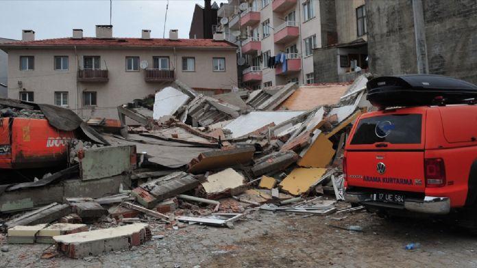 GÜNCELLEME - Çanakkale'de 5 katlı bina çöktü