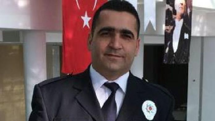Ödüllü polis, bu defa postacıyı dolandırılmaktan kurtardı