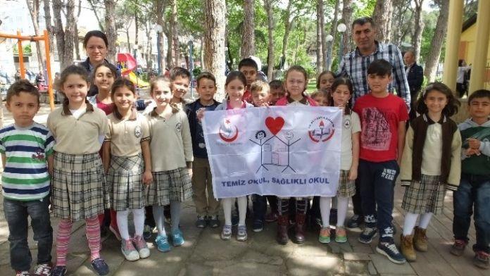 8 Eylül İlkokulunda Beyaz Bayrak Sevinci