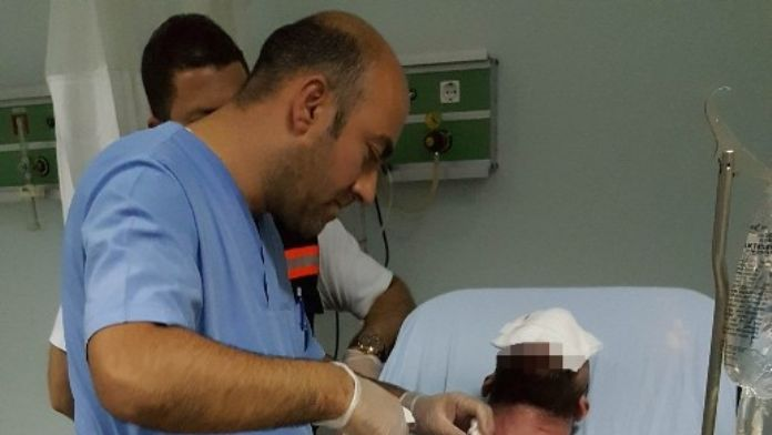 Ev Sahibi Emlakçıyı Falçata İle Hastanelik Etti
