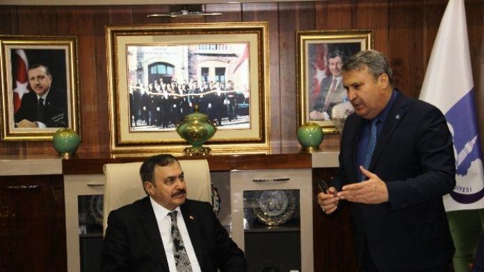 Bakan Eroğlu'ndan Yunusemre'ye 300 Bin Fidan Sözü
