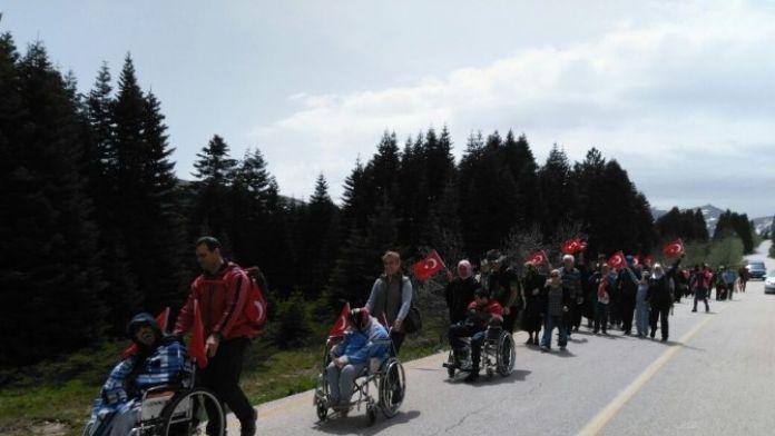 Tekerlekli Sandalyeyle Uludağ´da Yürüdüler