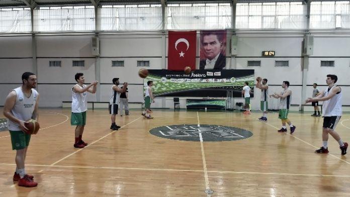 Mamak DSİ Genç Basketbol Takımı Namağlup Lider