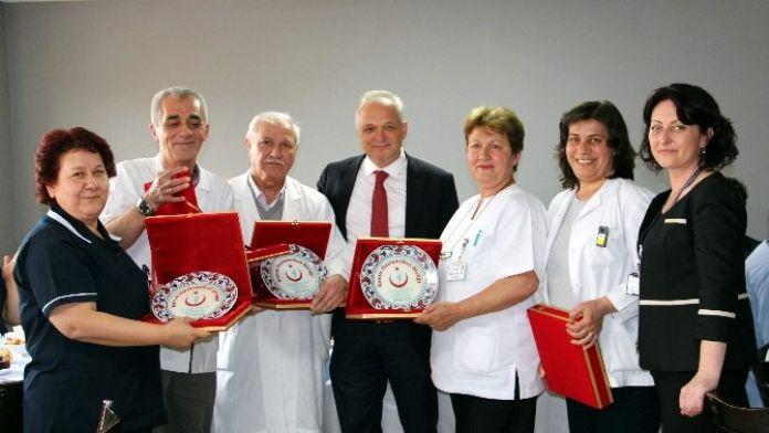 Kütahya'da Meslekte 30 Yılını Dolduran Ebe Ve Hemşirelere Teşekkür Plaketi