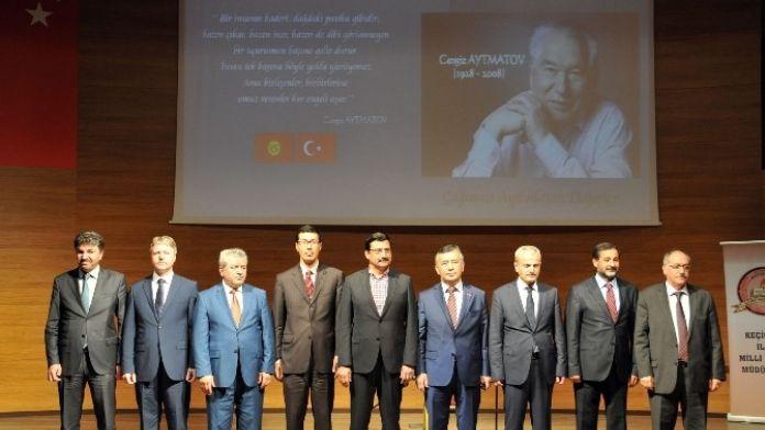 Ünlü Kırgız Yazar Aytmatov Anıldı