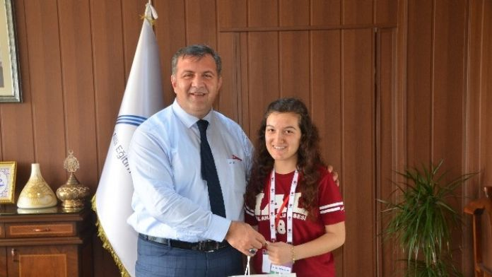 TÜBİTAK Şampiyonu Öğrencilerden Müdür Koca'ya Ziyaret