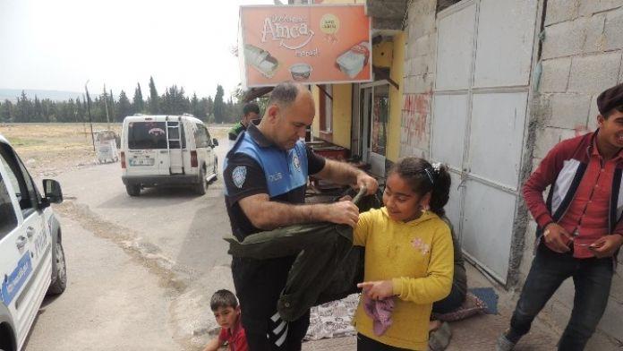 Kilisli Polislerden Giysi Yardımı