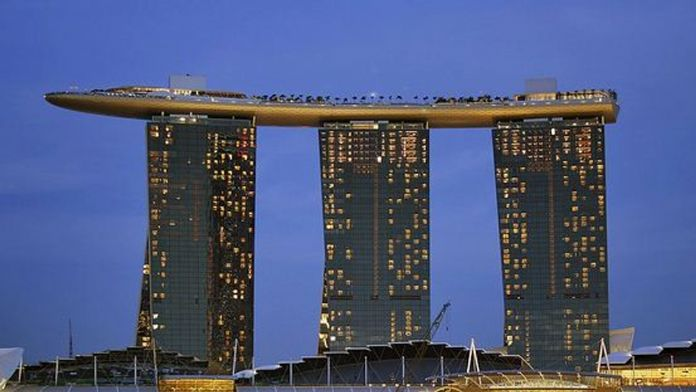 Singapur'a vize vaadiyle dolandırıldı