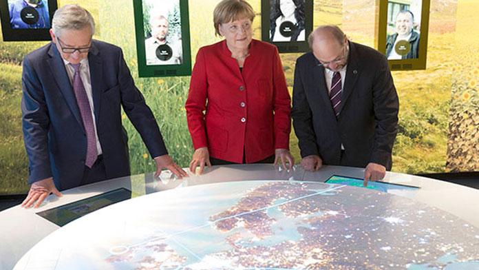 Merkel, Juncker ve Schulz apar topar mini zirve yaptı