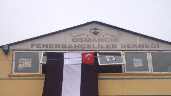 Osmancık'ta Fenerbahçeliler Derneği'ne Beşiktaş bayrağı asıldı