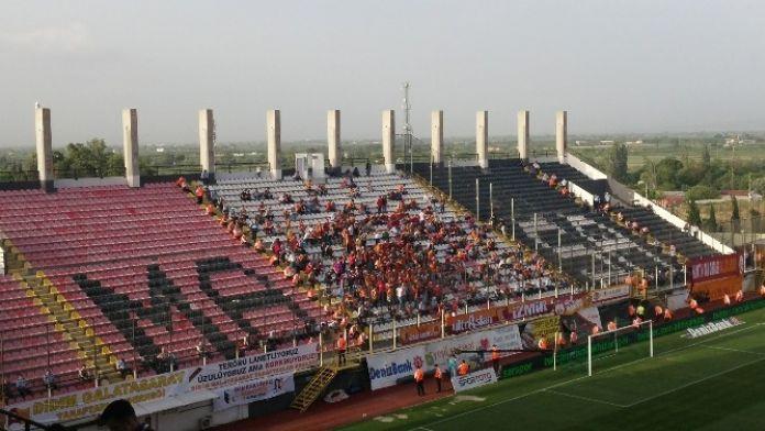 Galatasaraylı Taraftarlar Akhisar Maçına İlgi Göstermedi