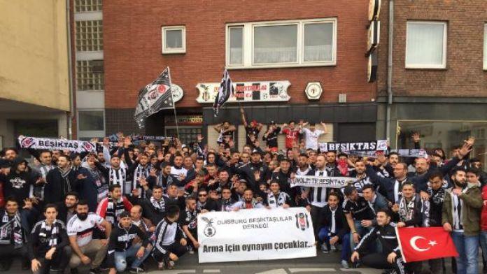 Beşiktaş taraftarı, sampiyonluk sevincini doya doya yaşamaya başladı