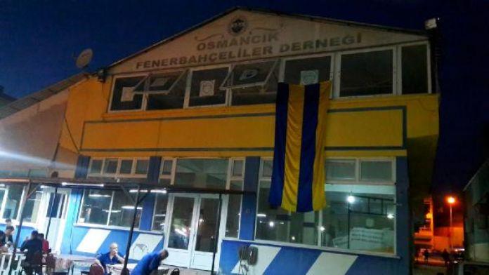 Osmancık'ta Fenerbahçeliler Derneği'ne Beşiktaş bayrağı asıldı (2)