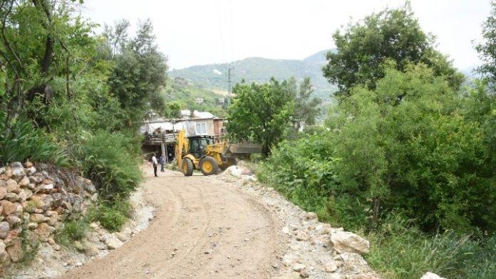 Alanya Belediyesi'nden Yol Genişletme Çalışmaları