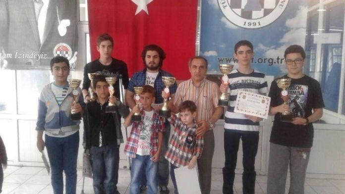 19 Mayıs Gençlik Ve Spor Bayramı Satranç Turnuvası Düzenlendi
