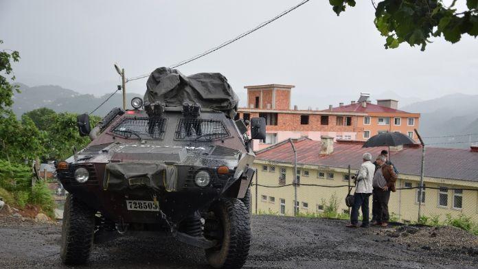 Karakola sızmaya çalışan teröristlere asker ateş açtı
