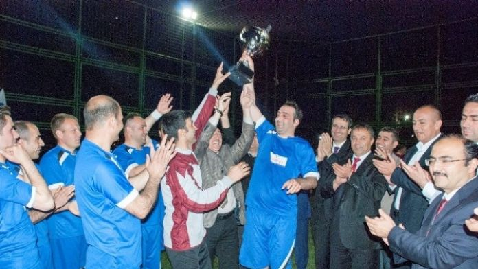 Hes Kablo A.ş. Futbol Turnuvası Düzenledi
