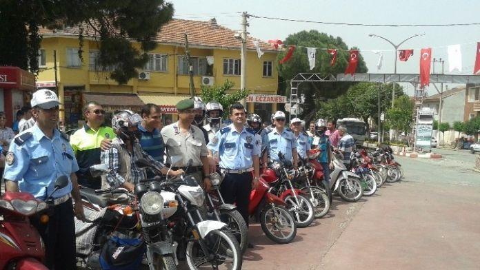 Ödemiş'te Güvenli Sürüş İçin Kask Ve Reflektör Emniyetten