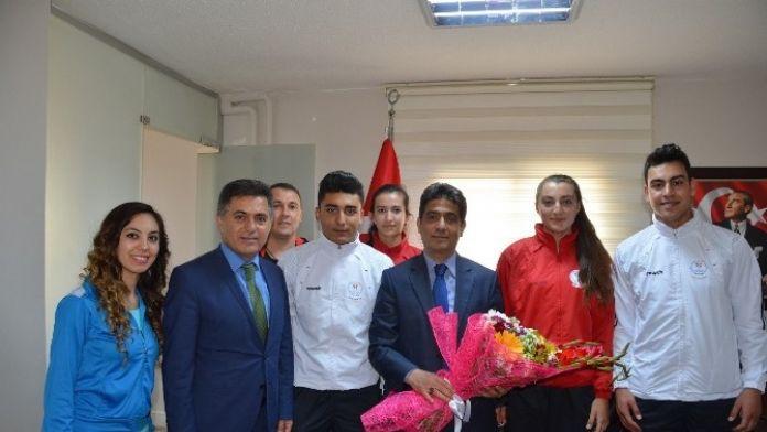 Genç Sporculardan Belediye'ye Ziyaret