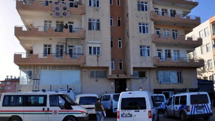 Manavgat'ta lojman sorumlusu odasında ölü bulundu