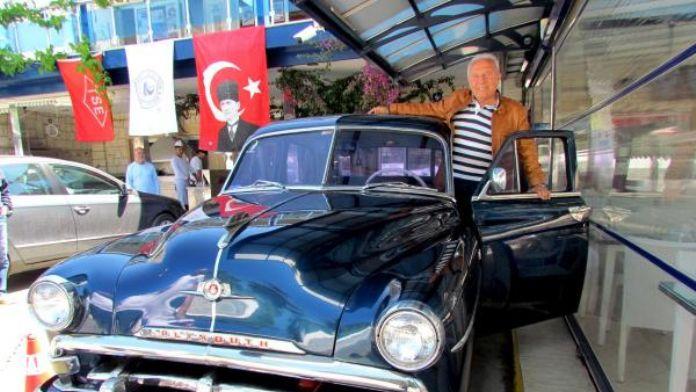1952 model otomobilin tüm parçalarını orijinalleriyle değiştirdi
