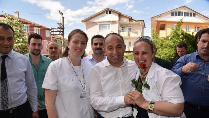 Başkan Üzülmez'den Hemşireler Günü Ziyareti