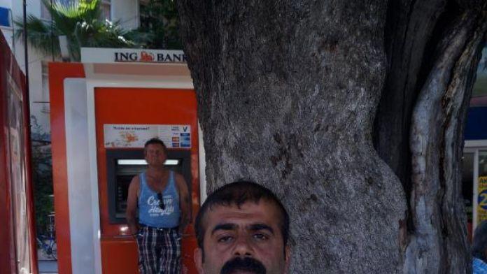 İşsiz ziraat mühendisi, pankartla iş arıyor