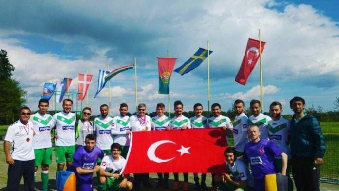 Highway Erkek Hokey Takımı Avrupa Şampiyonu Oldu