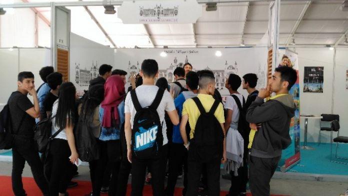 Sağlık Bilimleri Üniversitesi, İstanbul Gençlik Fuarında Öğrencilerle Buluştu