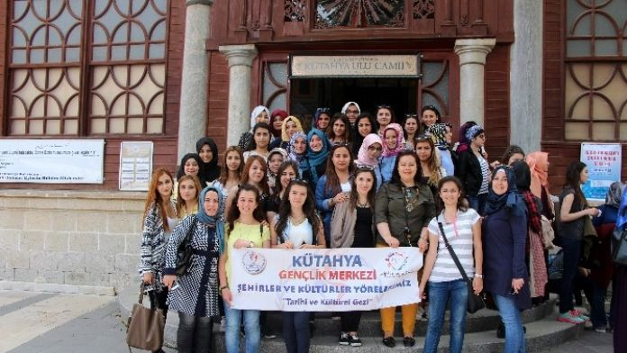 Öğrenciler, Kütahya Gençlik Merkezi'ni Ziyaret Etti