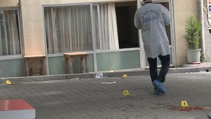 İstanbul'daki park tartışmasında silahlar konuştu