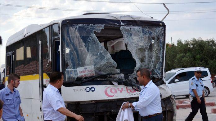 Manisa'da öğrenci servisi kaza yaptı: 9 yaralı