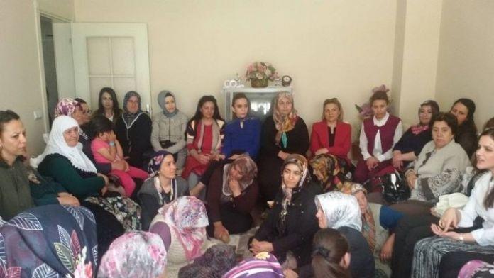 AK Parti Kadın Kolları Kadınların Eğitime Katkı Sunacak