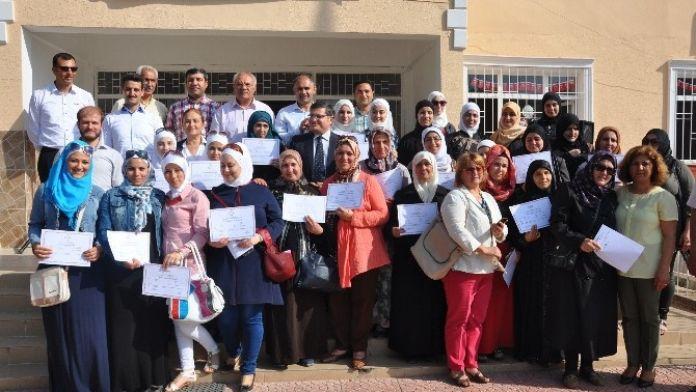 Türkçe Öğrenen Suriyeliler Sertifikalarını Aldı