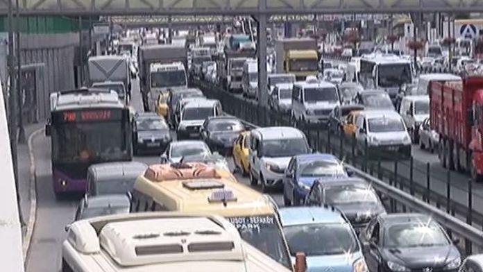 E-5'te zincirleme kaza: Trafik durma noktasına geldi !
