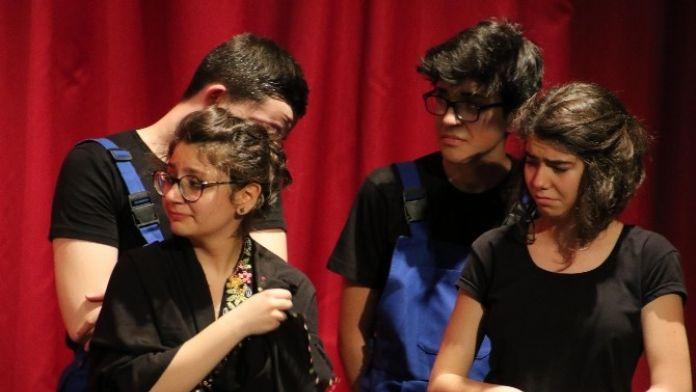 Antalya'da Tiyatro Şenliği Başladı
