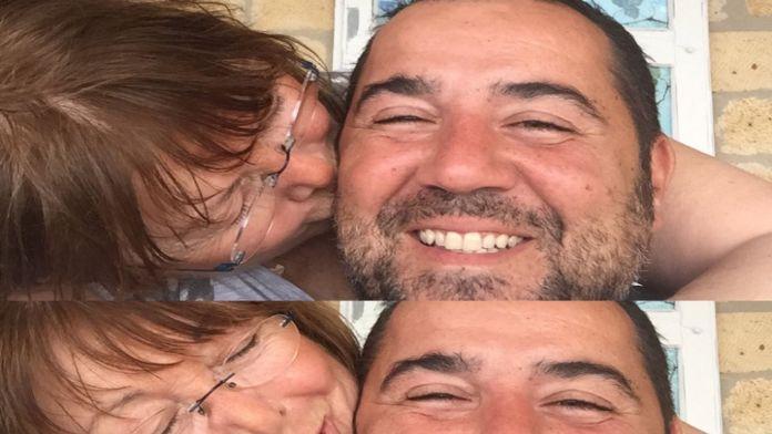 Annesi öpücüklere boğdu