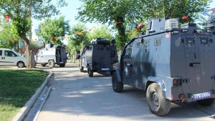 Diyarbakır'da Kitap Fuarına Baskın: 1 Gözaltı