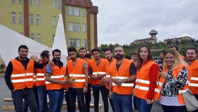 Maltepe Üniversitesi Öğrencilerinden Anlamlı Etkinlik