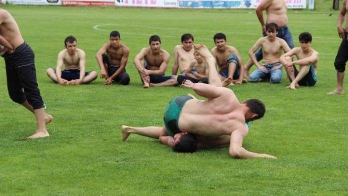Çaycuma'da Güreş Müsabakası Düzenlendi