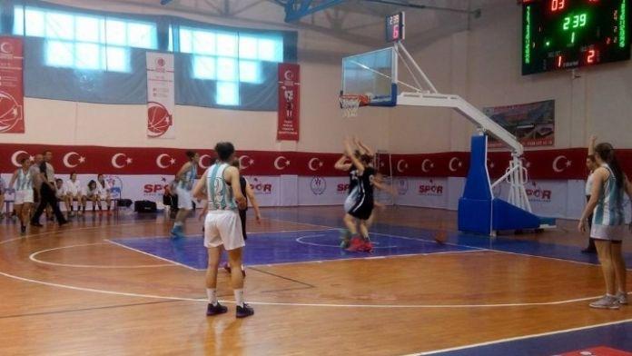 Yıldız Kızlar Türkiye Şampiyonası Tüm Hızıyla Devam Ediyor