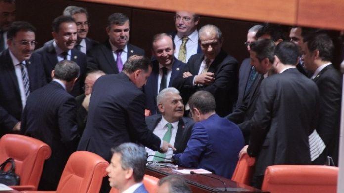 AK Partili Vekillerden Binali Yıldırım'a Büyük İlgi