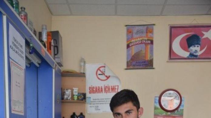 Manisa'da En Genç Girişimci Ödülü Selendili Berber Tuncay Akkaş'ın
